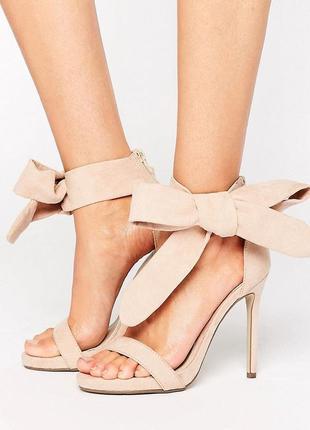 Стильные босоножки на каблуке с завязками missguided