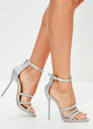 Сатиновые босоножки на каблуке с камнями missguided