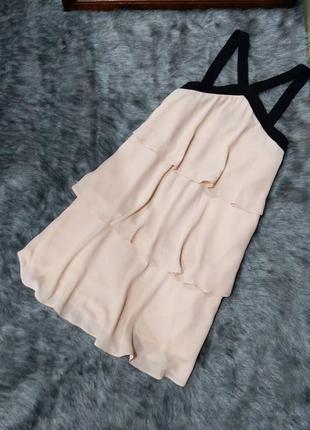 Многослойное платье пудрового оттенка