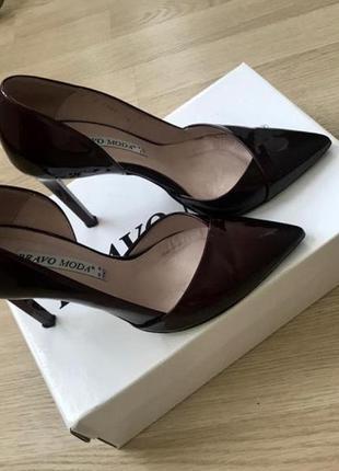 Туфли из натуральной кожи бордового цвета лаковые/ классические лодочки