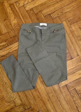 Джинсы скини, брюки оливкового цвета