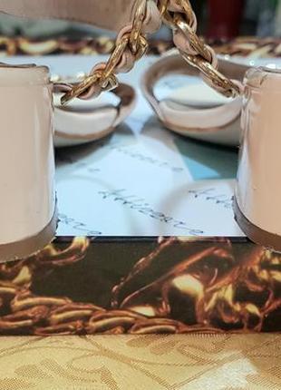 Элегантные базовые босоножки на среднем каблуке6 фото