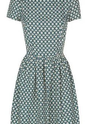 Красивое стильное платье с принтом