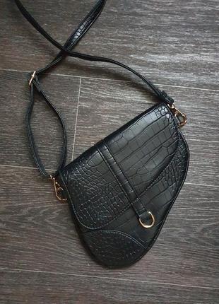 Стильная чёрная сумка под dior
