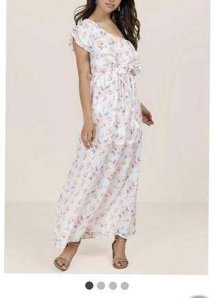 Длинное белое платье в цветы