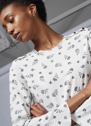 Белая блуза шифон с черным цветочным принтом рисунком длинный рукав кнопки пуговицы