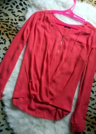 Розовая рубашка блуза с замочком молнией на вырезе декольте запах шифон креп коралловая