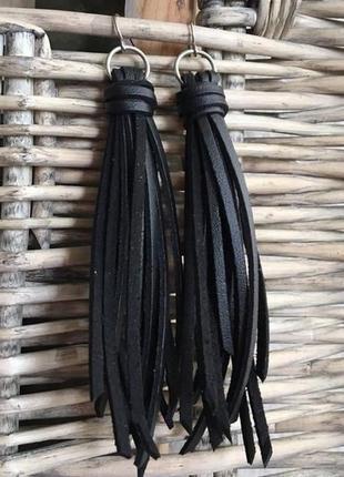 Черные кожаные серьги бохо