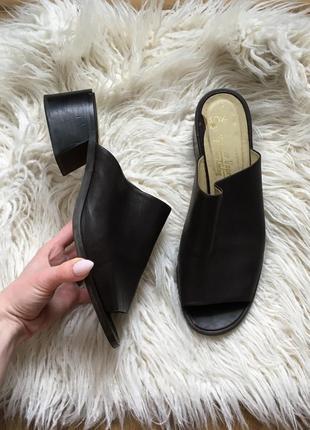 Натур. кожаные стильные мюли на толстом трапециевидном каблуке босоножки шлепанцы