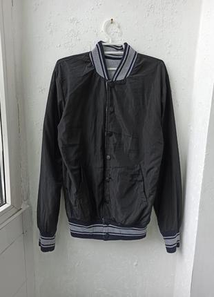 Класний бомбер куртка ветровка