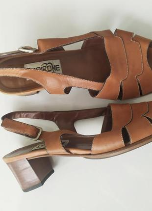 Винтажные кожаные босоножки сандали