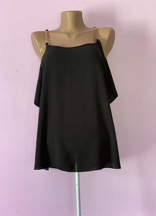 Модная стильная чёрная блуза с рукавами на цепочке