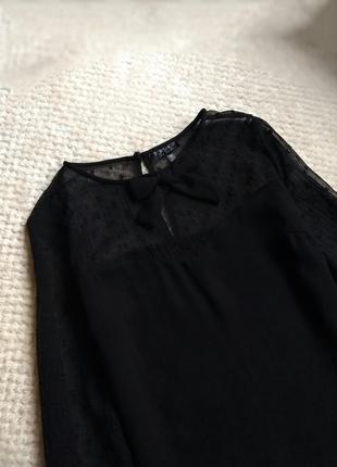 Черная блуза с бантом , с рукавами сетка.