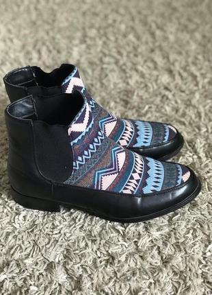 Яркие удобные ботинки