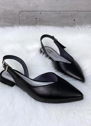 Черные остроносые босоножки из натуральной кожи на низком каблуке
