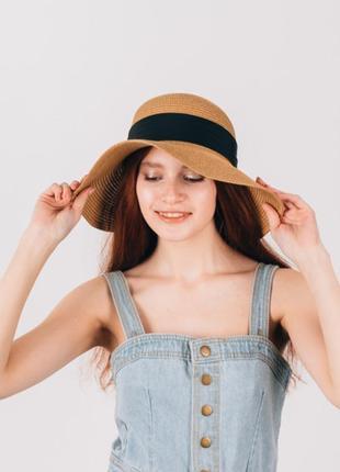 Широкополая шляпа с опущенными полями