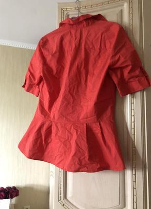 Эффектная коралловая блузка рубаха рубашка с баской,2 фото