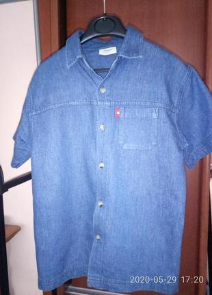 Джинсова рубашка + футболка.