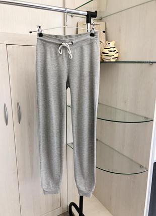 Серые спортивные штаны джоггеры с резинкой внизу от primark