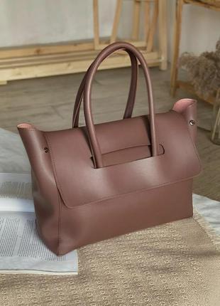 Вместительная сумка - тоут.