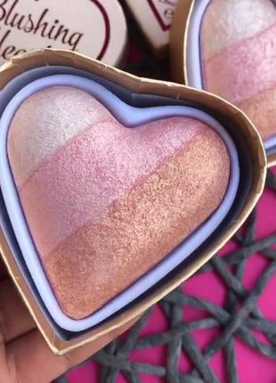 Хайлайтер makeup revolution iced hearts, хайлайтер револушн