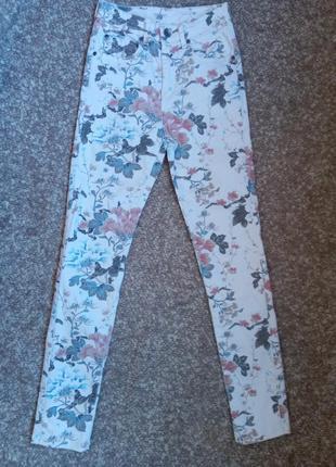 Белые котонновые джинсы с цветочным принтом dr. denim jeansmakers