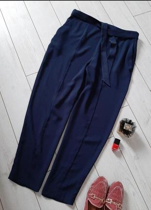 Лаконичные брюки классика под пояс на высокой посадке