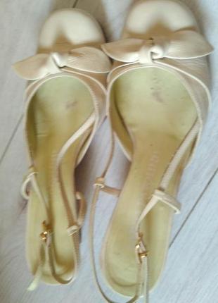 Кожаные сандали босоножки carlo pazolini 37 38. подкремить. можно носить.