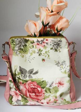 Сумка-рюкзак с пионами из водоотталкивающей ткани