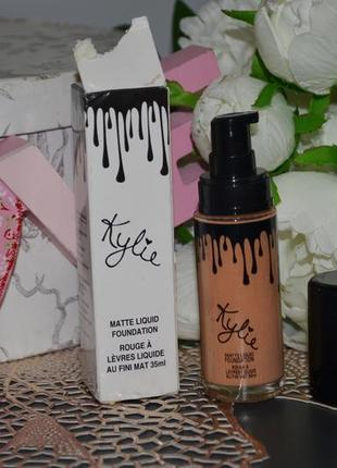 Тональный крем kylie matte liquid foundation - 103