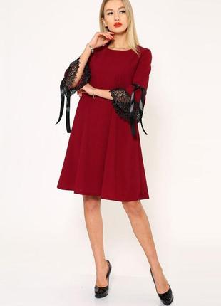 Платье с кружевом / платье трапеция