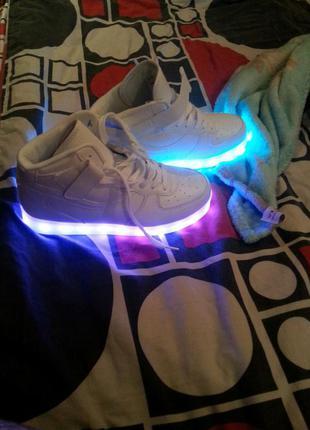 Светящиеся кроссовки найк