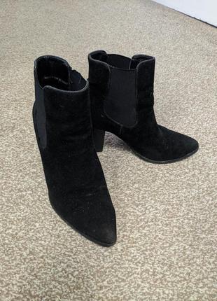 Чёрные каблуки