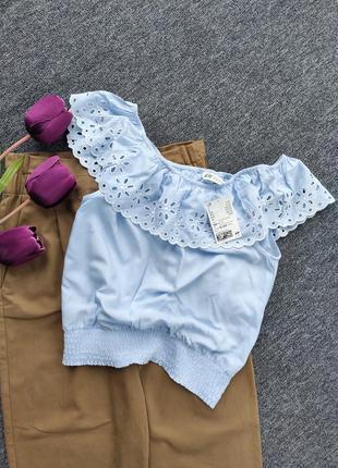 Вискозная блуза с открытими плечами с преферацией раз.xs