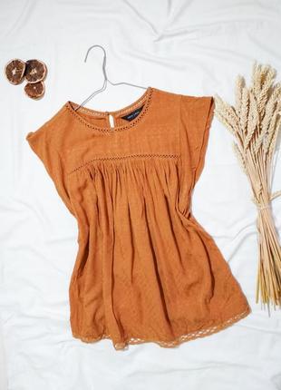Горчичная блуза с набивным горохом футболка
