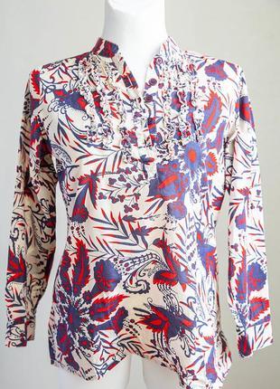 Красивая удлиненная блуза с рюшами и воротником-стойкой