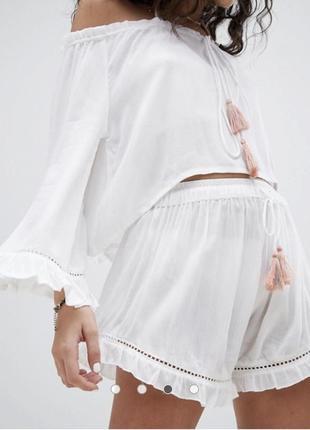 Креповые очень легкие белые пляжные шорты с кисточками и оборками south beach asos