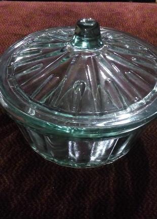 Стеклянная шкатулка или масленка с крышечкой винтажная 60 гг