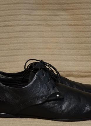 Легенькие комбинированные черные кожаные туфли new look англия 42 р.