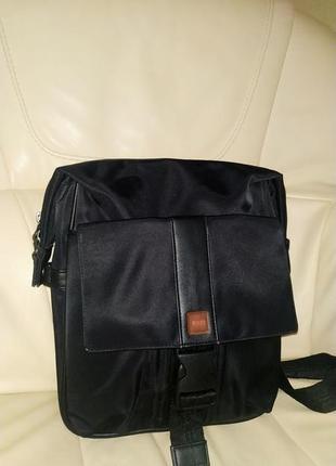 Мужская сумка hugo boss. оригинал. состояние идеальное