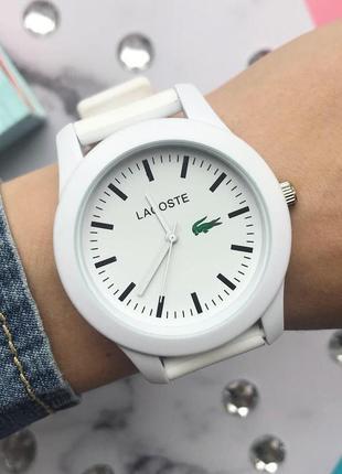 Женские наручные часы белые