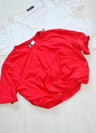 Яскрава укорочена футболка