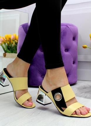 Шикарные шлёпки без задников на не большом каблуке желтые