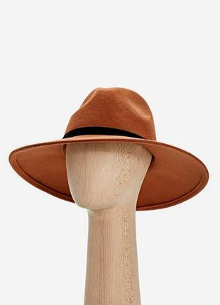 Шерстяний коричневий капелюх