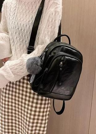 Женский рюкзак с меховым брелком