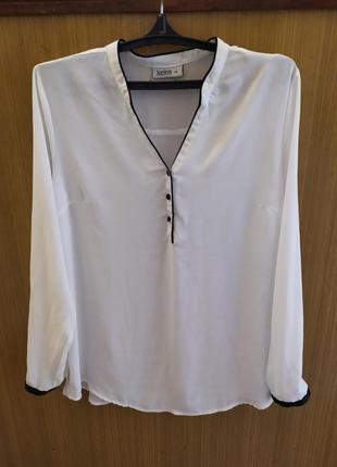 Германия. janina. базовая белая с черной окантовкой блуза.