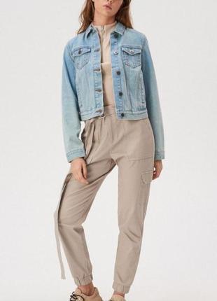 Джинсова куртка з ґудзиками