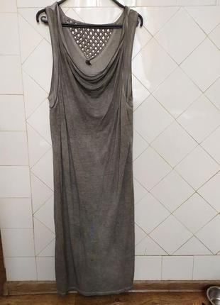 Стильное котоновое платье с интересными акцентами.