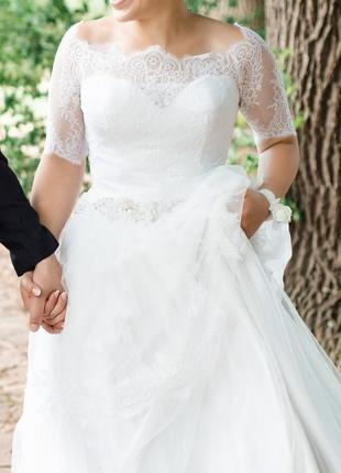 Свадебное белое длинное со шлейфом платье