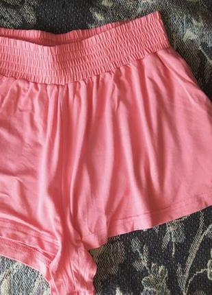 Короткие шорты с завышенной талией